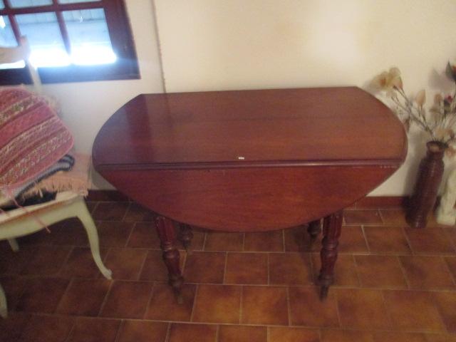 Table volets de style louis philippe reposant sur 8 pieds for Table 6 pieds louis philippe