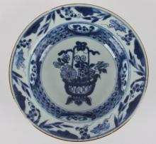 A porcelain porringer, China 19th century.