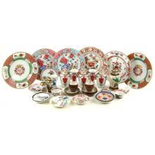 Een collectie Aziatisch porselein.