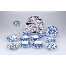 Imari bordje, vier blauw wit kop en schotels, vier schoteltjes, Chinees schaaltje.