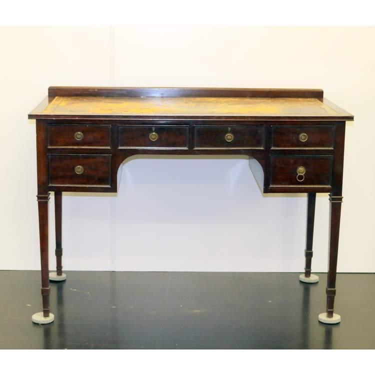 Een notenhouten bureau for 13 bureau ims llc