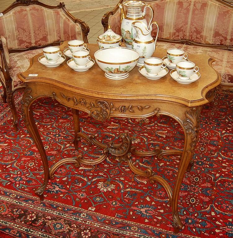 Table De Salon En Noyer Sculpt De Style Louis Xv