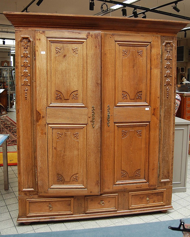 armoire louis xiv en ch ne deux portes et deux tiroirs. Black Bedroom Furniture Sets. Home Design Ideas