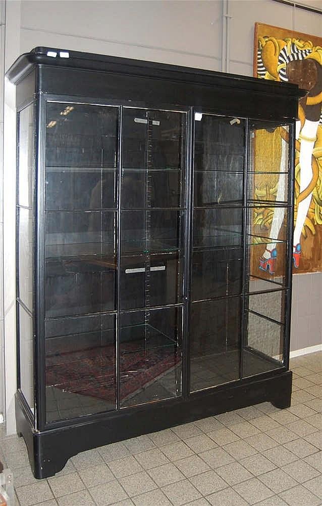vitrine du xix me si cle en bois noirci ouvrant deux port. Black Bedroom Furniture Sets. Home Design Ideas