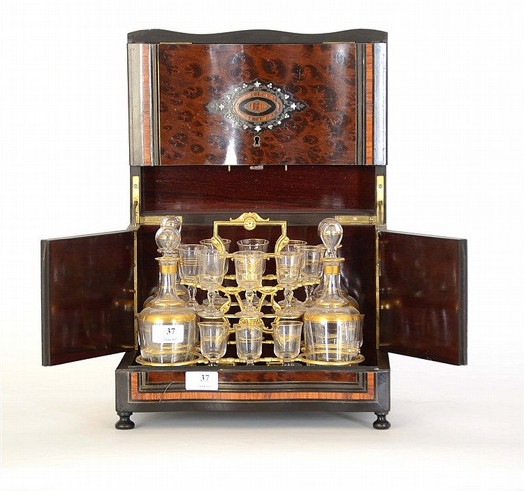 cave liqueur napol on iii en marqueterie loupe et filets. Black Bedroom Furniture Sets. Home Design Ideas