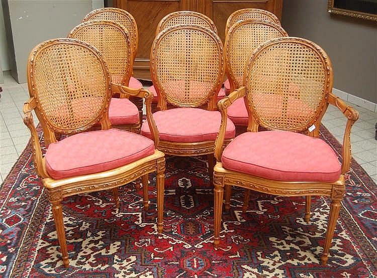 Paire de fauteuils et ses six chaises dossier m daillon e for Chaises medaillon soldes