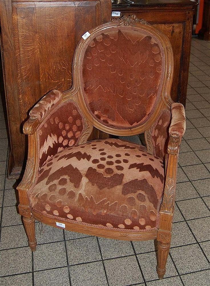 fauteuil de style louis xvi en noyer sculpt dossier m da. Black Bedroom Furniture Sets. Home Design Ideas