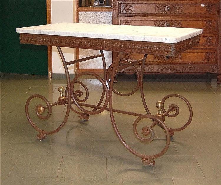 Ancienne table console en m tal ouvrag reposant sur des ro - Table console ancienne ...