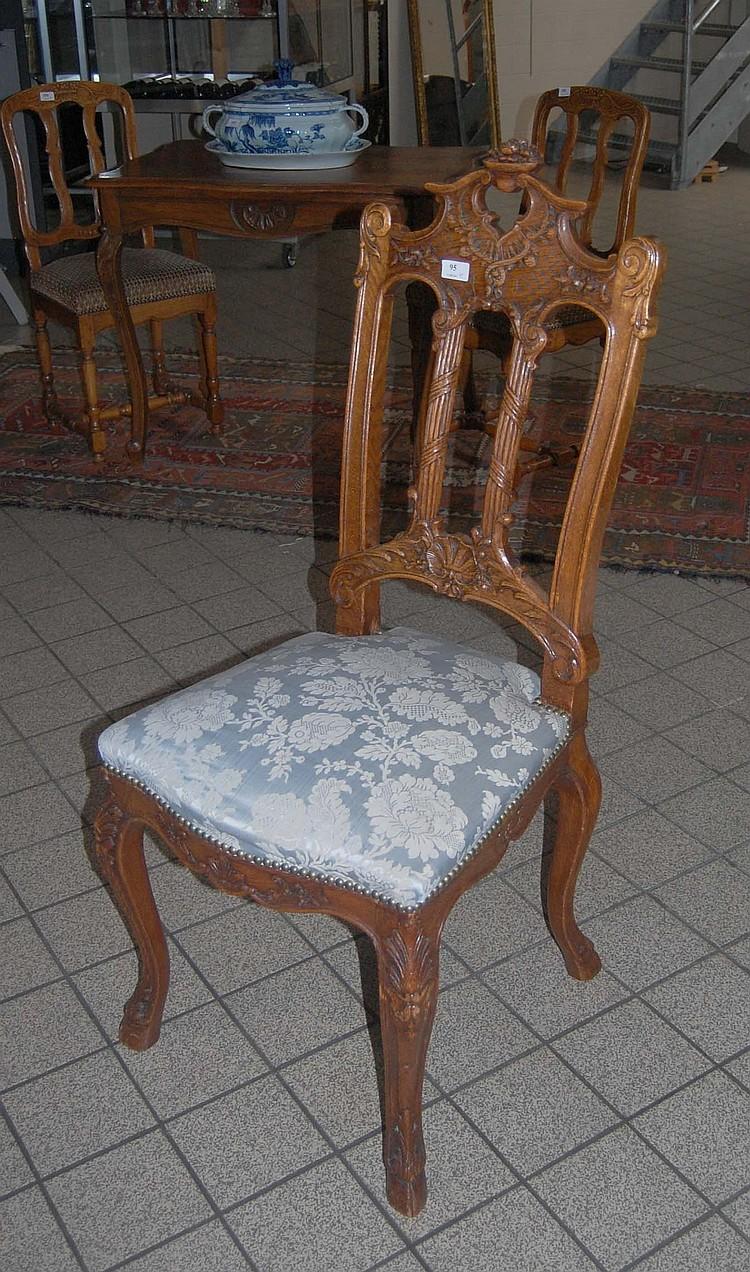 paire de chaises sculpt es de style r gence dossier barr. Black Bedroom Furniture Sets. Home Design Ideas