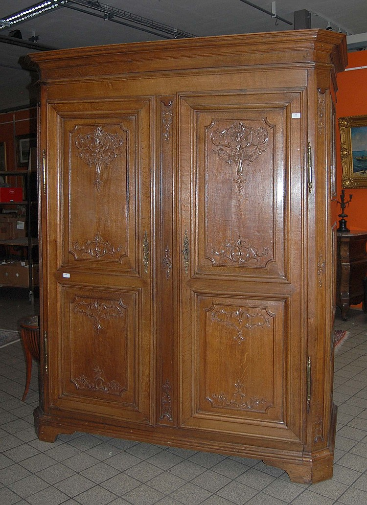 armoire deux portes en ch ne sculpt r gence. Black Bedroom Furniture Sets. Home Design Ideas