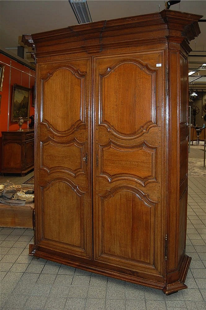 armoire r gionale du xviii me si cle en ch ne panneaut ouv. Black Bedroom Furniture Sets. Home Design Ideas