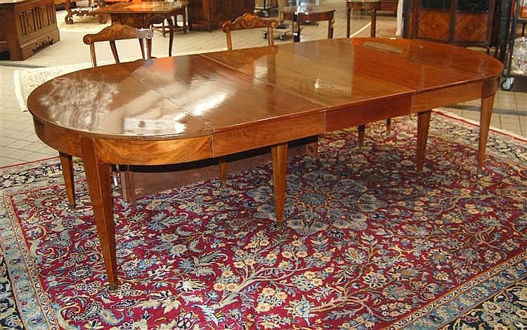 table ovale en acajou huit pieds gaines plus quatre allon. Black Bedroom Furniture Sets. Home Design Ideas