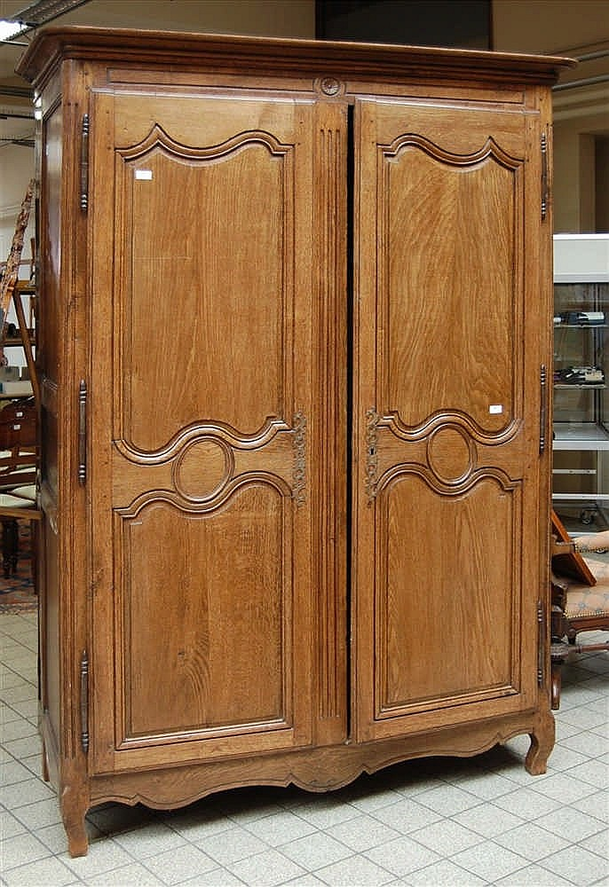 armoire r gionale du xviii me si cle en ch. Black Bedroom Furniture Sets. Home Design Ideas