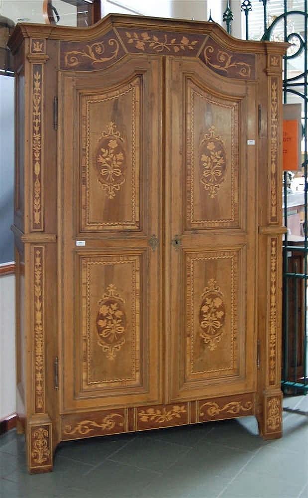 armoire deux corps du xviii me si cle en m. Black Bedroom Furniture Sets. Home Design Ideas