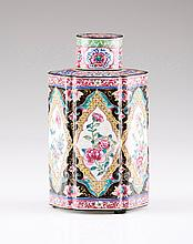A tea caddy with cover