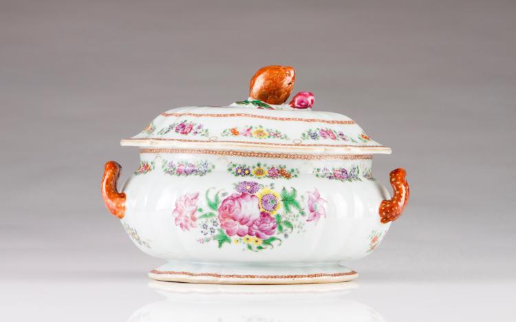 A small tureen with scalloped cover