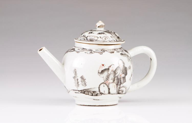 A tea pot with cover