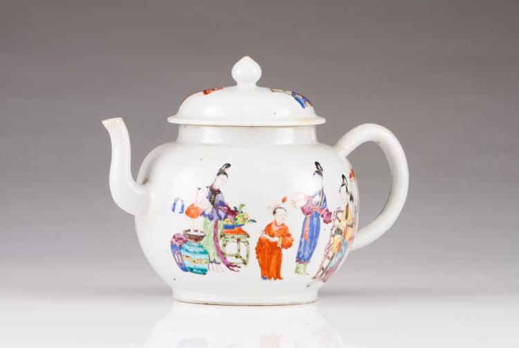 A large tea pot with cover