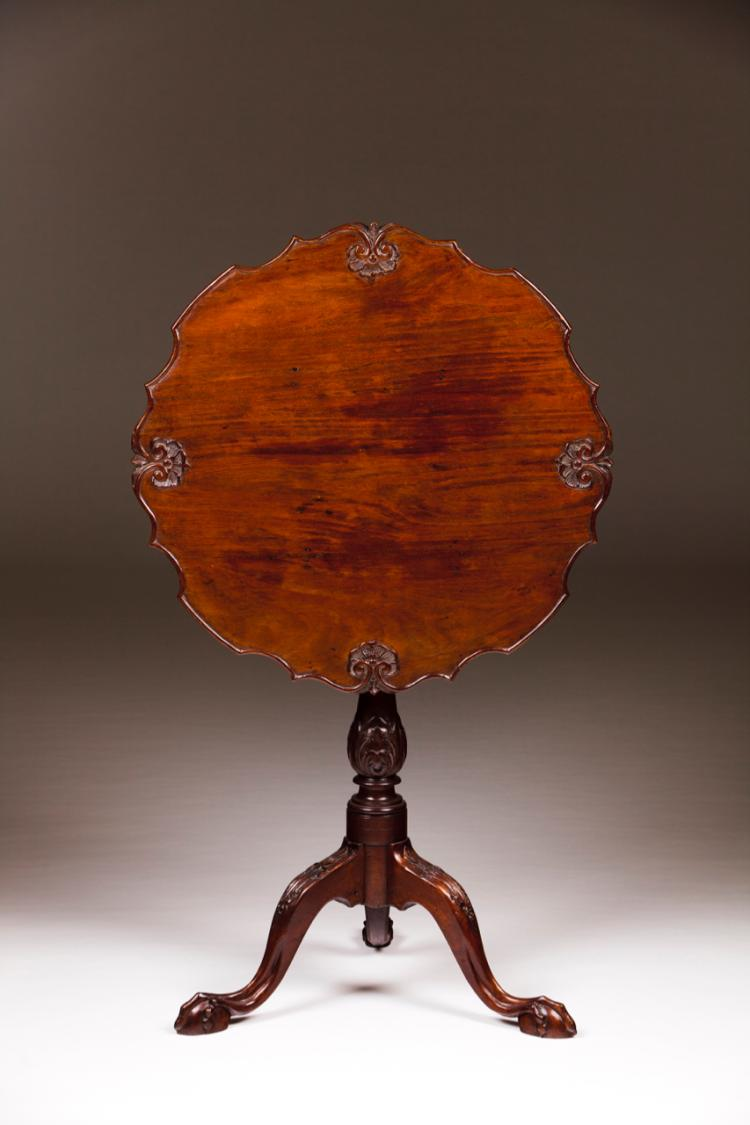 A D. José (1750-1777) tripod table