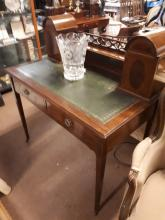 Edwardian mahogany inlaid ladies writing desk with inset leather top.