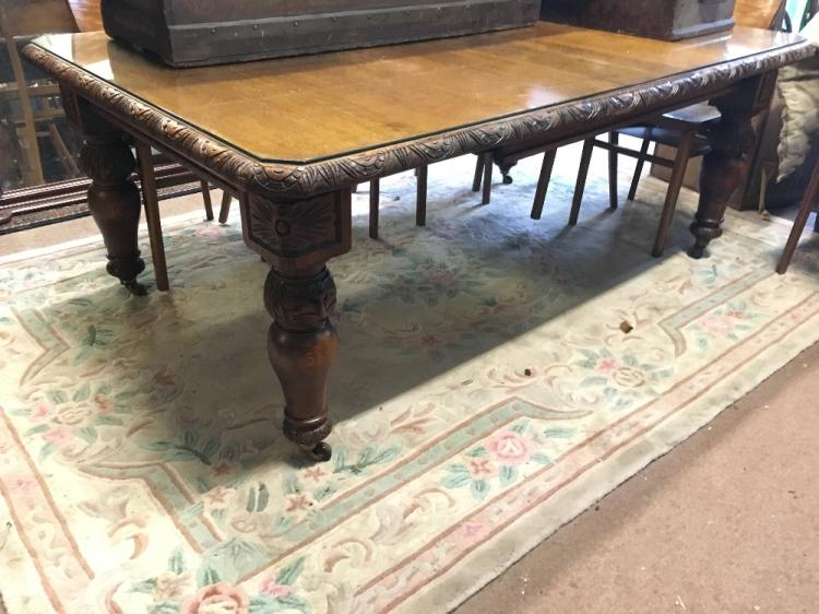 Victorian carved oak dining room table : H3953 L93051788 from www.invaluable.co.uk size 750 x 562 jpeg 67kB