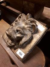 Composition gargoyle in the form of a lion's mask.