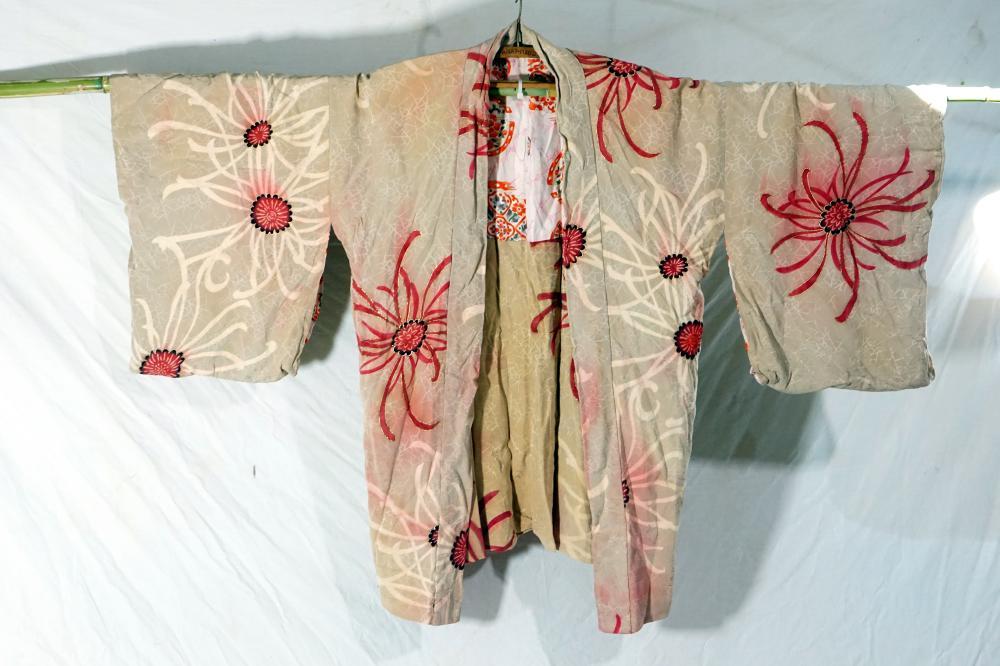 Traditional Japanese kimono size 119 * 76 cm