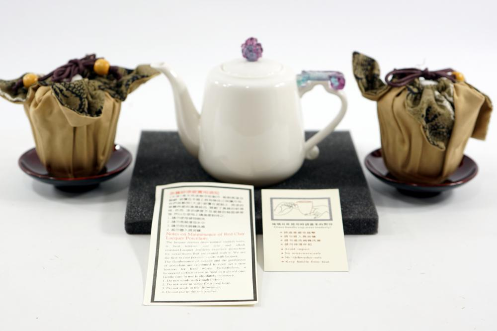 Japanese porcelain set that includes a kettle and a pair of tea cups in an original package The kettle height is 10.5 cm