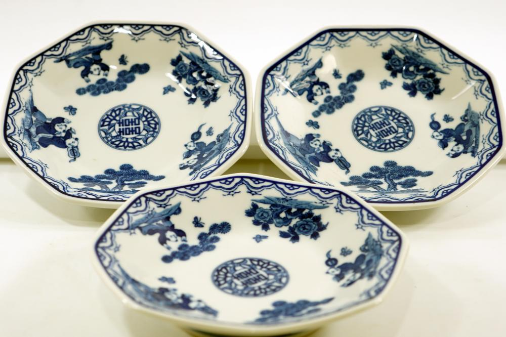 Set of 3 Japanese plates for serving in a hexagonal shape, signed, diameter 18.5 cm