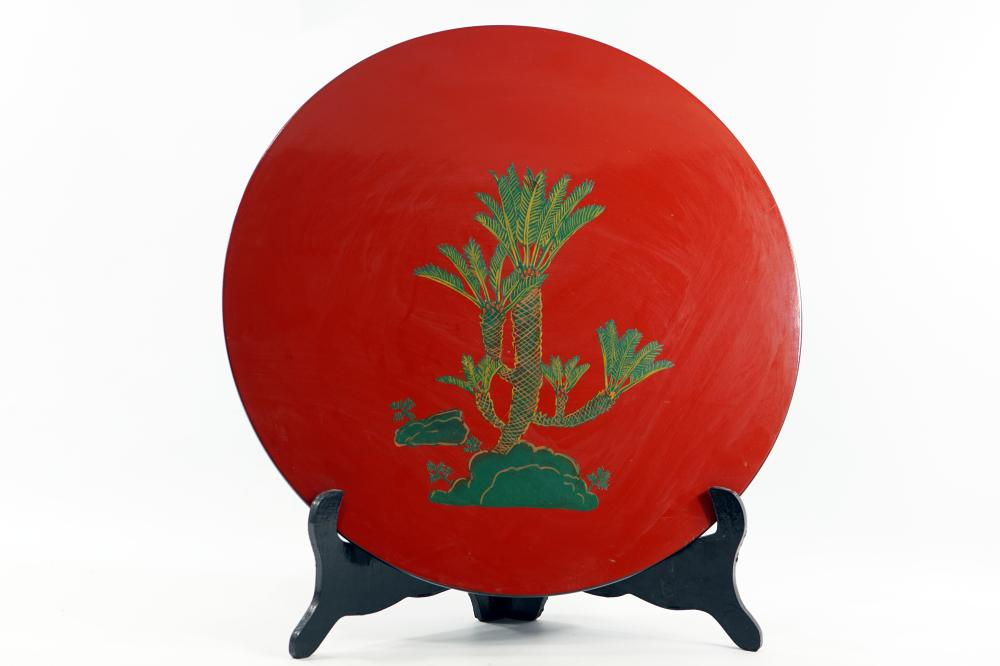 Japanese hand-painted wooden plate signed on the back, diameter 43.5 cm