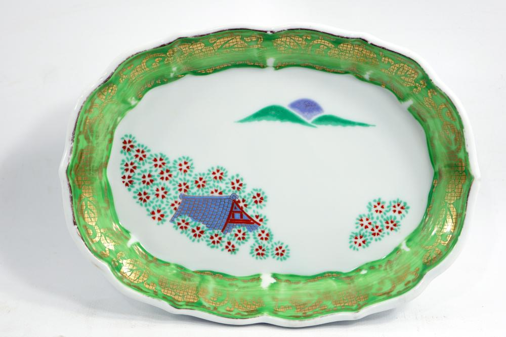 Japanese serving plate made of porcelain signed at the bottom of a hand painting and stencil size 18.5 * 13.5 cm
