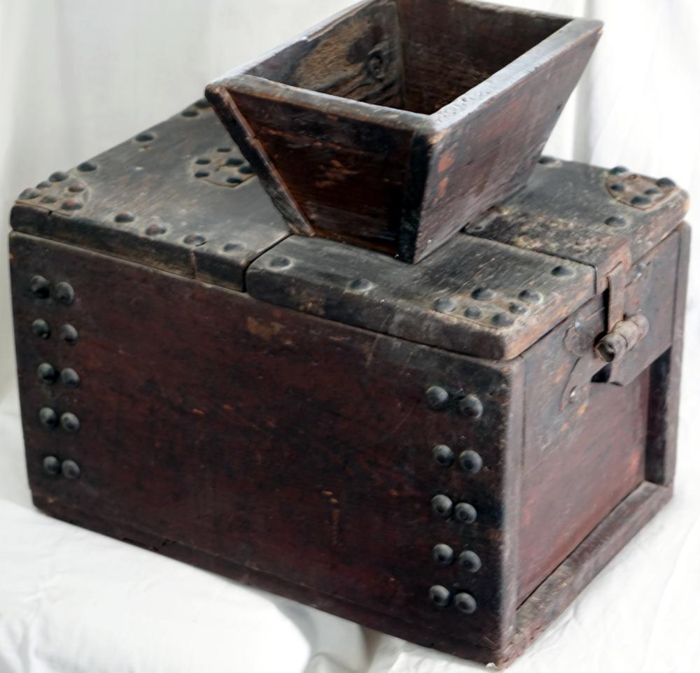 Japanese wooden box for collecting donations from the 19th century, size 40 * 30 * 43 cm