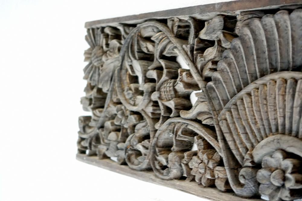 Artwork wood carving, part of a Japanese temple, size 132 * 45 cm