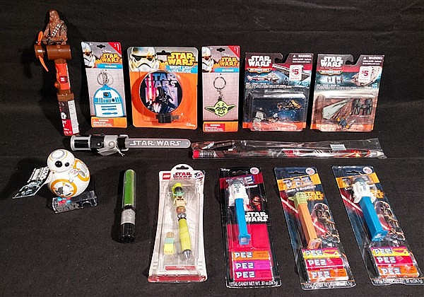Star Wars, Lot of 14 various new old stock collectibles. Pez