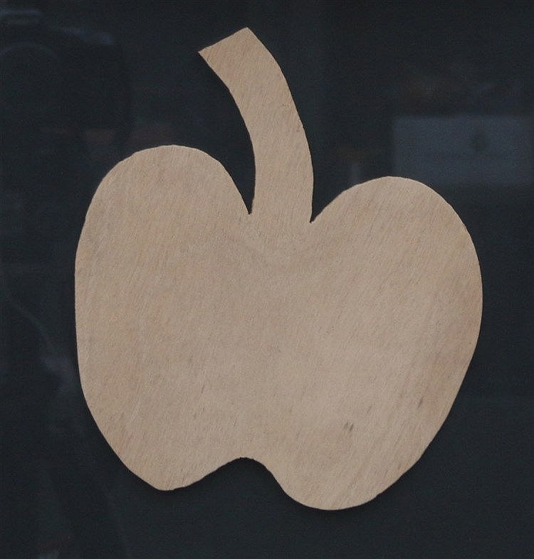 Kees Franse (1924-1982) A wooden apple. Unsigned. Hout 20 x 17 cm
