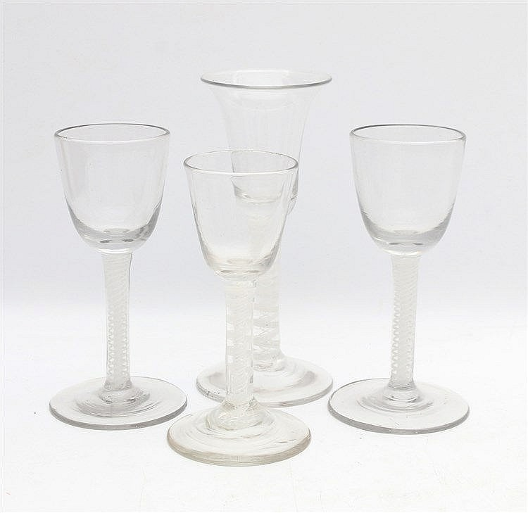 Four glasses with thread. England 18/19th century. Hoogste 16,5