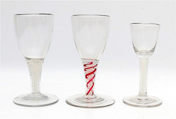 Three wineglasses with thread. England 18/19th century. Hoogste