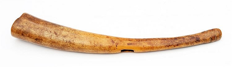 An ivory horn, West Africa. Lengte 40,5 cm.