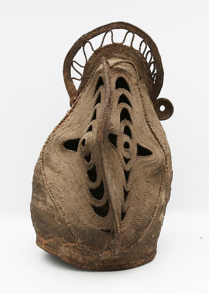 A woven reed Baba dance mask. Abelam, Papua New Guinea. Hoogte 5