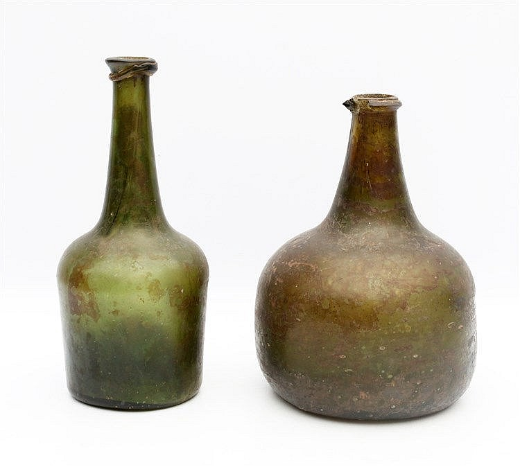 Two 18th century green glass wine bottles. Hoogte 20 cm.