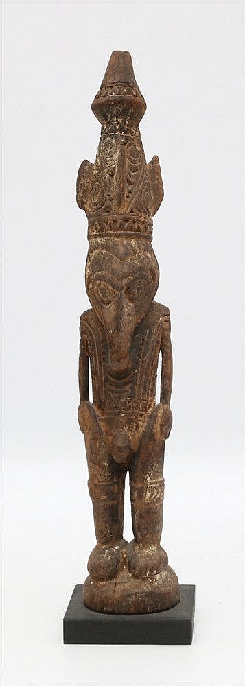 A Sepik ancestor figure. Papua New Guinea. Hoogte 33 cm.