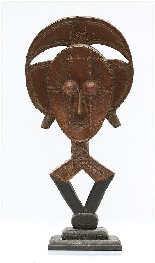 A Ba-Kota relic figure. Gabon, first half 20th century. Hoogte 4