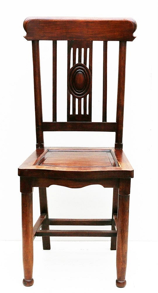 A Chinese hardwood dining chair. 20th century. 100,5 x 42,5 x 4