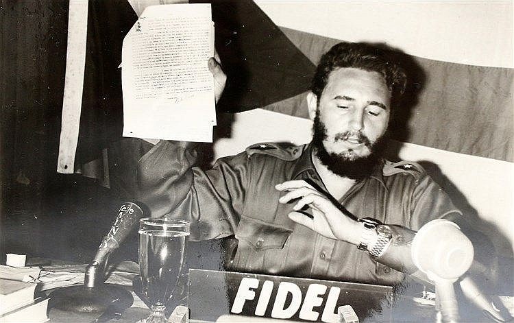 Photograph of Fidel Castro with a letter by Carlos Rivero Agüero