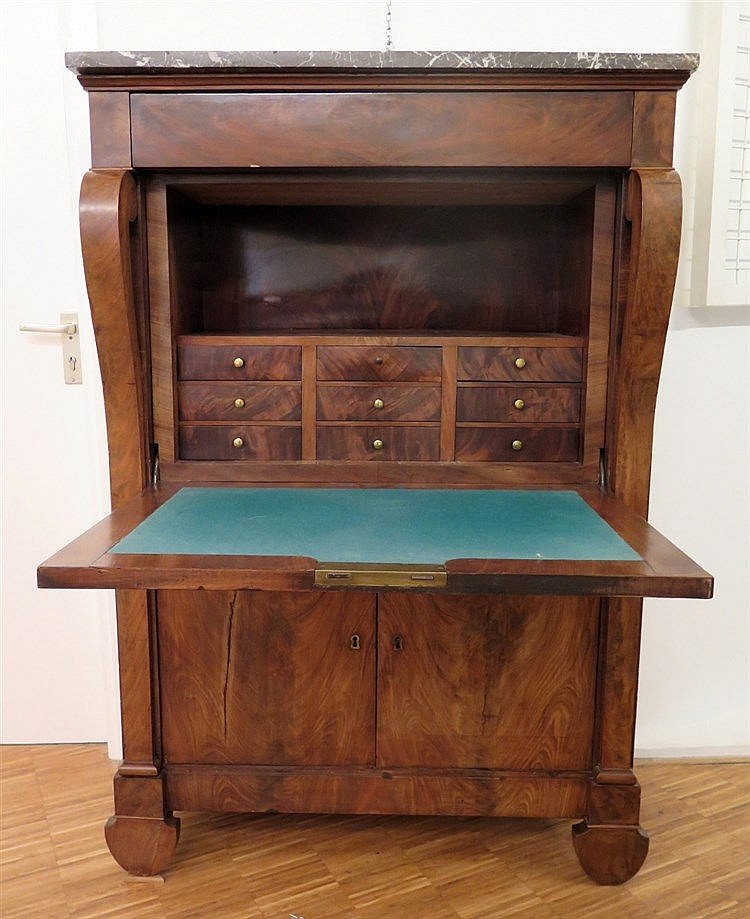 A mahogany secretaire with a marble top. Dutch, ca. 1830. 150 x
