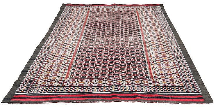 A Persian tapestry, Kelim, ca. 1930. 300 x 207 cm.