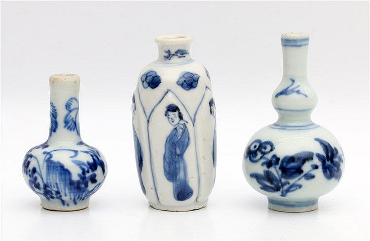 Three Chinese blue and white miniature vases. Kangxi period (166