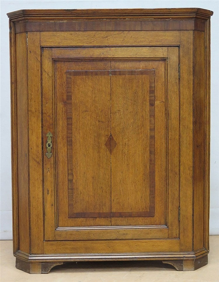 An inlaid oak corner cabinet with one door. England, 19th centur