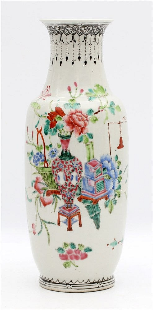 A Chinese famille rose vase decorated with flower vases. Some ha