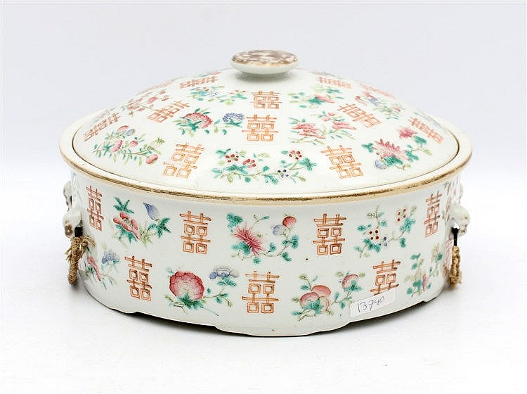 A Chinese famille rose covered bowl decorated with gilt shou c